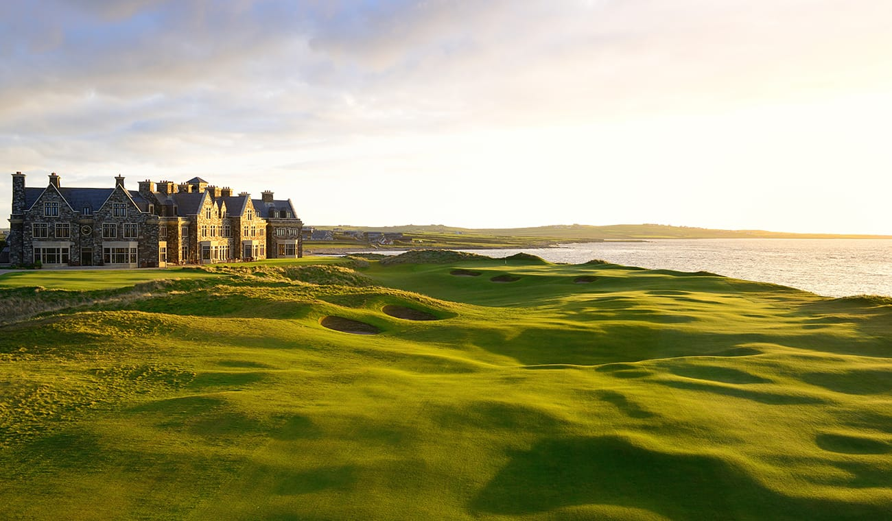 pole golfowe oraz hotel Trump Doonbeg